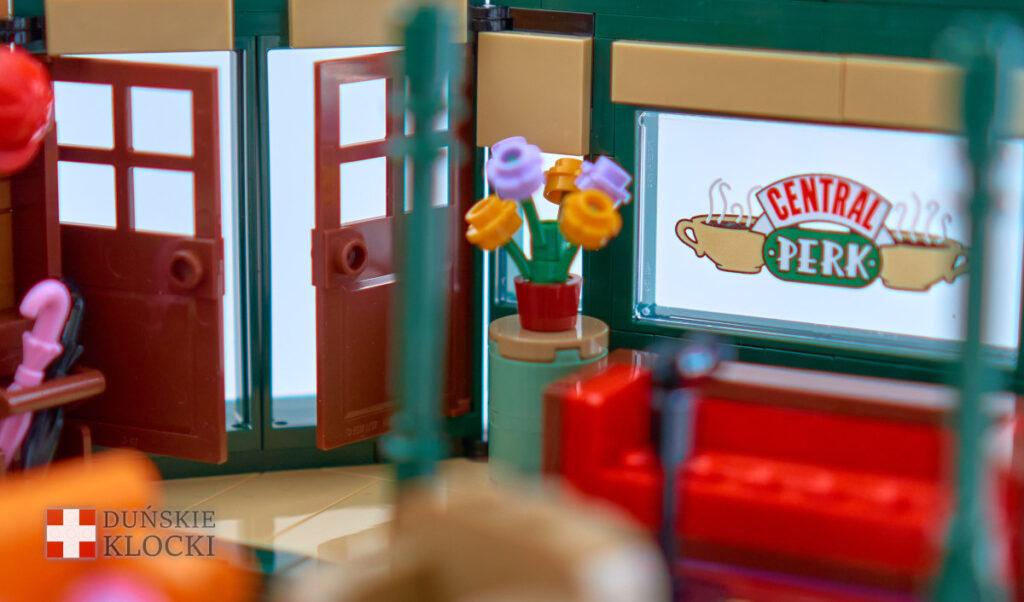Drzwi wejściowe i witryna w Central Perk